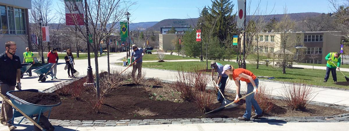 students mulching on campus